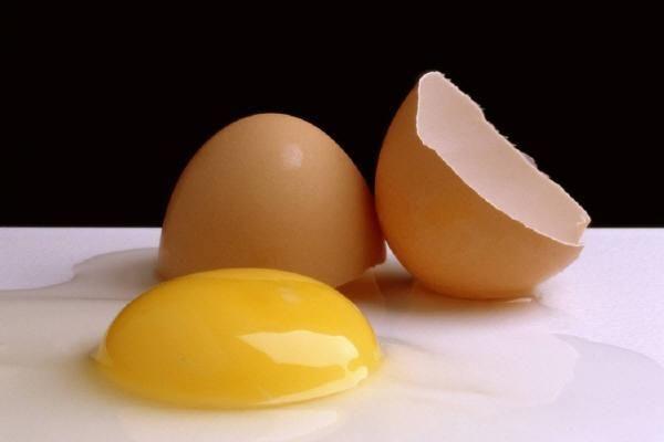 Sensibilisés à l'œuf avant d'en avoir mangé…