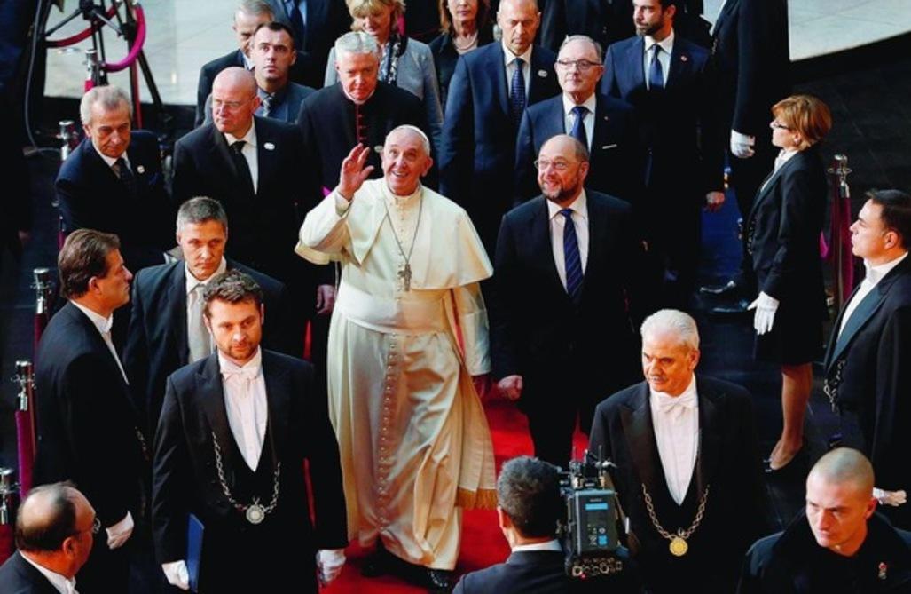 14 applaudissements ponctuent le discours du pape au Parlement européen
