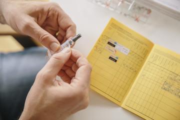 """Sclérose en plaques/vaccination Hépatite B : """"Un faisceau d'indices graves, précis et concordants peut suffire à prouver le lien de causalité"""", selon la justice"""