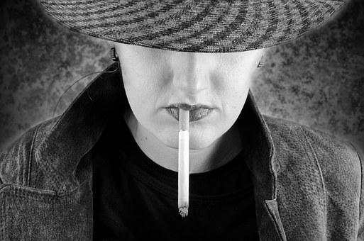 Les femmes de 40 à 60 ans fument plus et ont plus de cancer du poumon