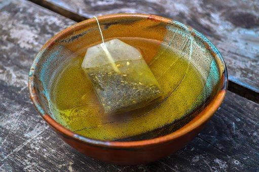 Les sachets plastiques des thés et tisanes libèrent des nanoparticules