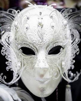 Qui se cache derrière les anti-masques ?