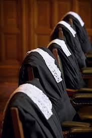 500 avocats appellent «au déconfinement et à défendre la vie sous tous ses aspects»