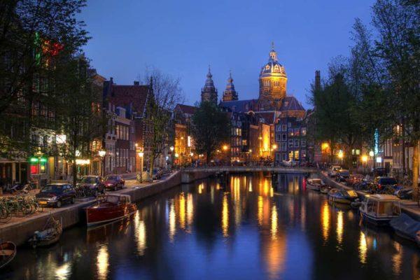Pays-Bas : fin du couvre-feu ordonné par un tribunal.