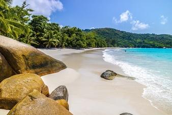 Les Seychelles, pays le plus vacciné réinstaurent des restrictions