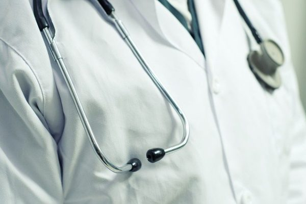 Macron crée le Conseil National de la Certification pour tenir tous les médecins sous sa botte